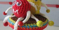 Een van mijn favoriete potten die ik gemaakt heb is deze. Ik heb er ook al verschillende gemaakt om aan iemand cadeau te doen. Het lijk... Crochet Necklace, Christmas Ornaments, Holiday Decor, Cupcake, Amigurumi, Xmas Ornaments, Crochet Collar, Christmas Jewelry, Cupcakes
