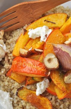 Roasted potimarron, garlic in shirt on quinoa, goat cheese and hazelnuts – Gesunde Essen Ideen Healthy Recipes On A Budget, Healthy Breakfast Recipes, Healthy Drinks, Healthy Cooking, Healthy Eating, Healthy Food, Pumpkin Recipes, Veggie Recipes, Vegetarian Recipes