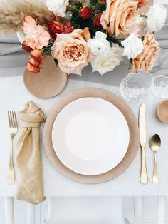 napkin set up Wedding Centerpieces, Wedding Decorations, Table Decorations, Wedding Trends, Wedding Designs, Wedding Ideas, Wedding Table Settings, Place Settings, Wedding Venue Inspiration
