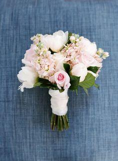 Summery blush + white bouquet: http://www.stylemepretty.com/2016/05/19/classic-nautical-nantucket-wedding/ | Photography: Lacie Hansen - http://laciehansen.com/