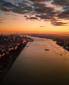 Sunset glow on the Hudson River separating Manhattan, New York and Jersey City, New Jersey