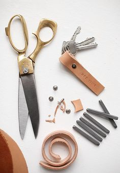 DIY: Leather keychain