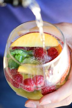 10 Summertime Sangria Recipes: White Sangria Sparkler