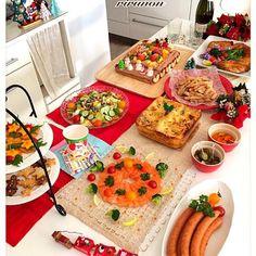 今日はお昼からクリスマスパーティー まきちゃんのやみつきフライドポテトをリピ 作ってる最中からつまみ食いが止まらない(笑) まきちゃん┏O)) アザ━━━ッス! あとおりぃちゃんにもらったピクルスもここぞと出して そして今年は初挑戦のラザニア!! 朝6時からミートソース作ったりラザニアのパスタ茹でてあげたらくっついてイライラしたりと結構な手間でしたが美味しく出来たーヾ(@⌒▽⌒@)ノワーイ! 星チーズオンザリッツ アップルスモークソーセージ クリスマスサラダ サーモンリース おりぃちゃんにもらったピクルス やみつきフライドポテト ラザニア ローストチキン サン - 282件のもぐもぐ - Christmas Party 2014 ✨ by rirunon