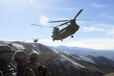 Afghanistan War - soldiers wait for pickup by Chinooks Military Helicopter, Us Military, Military History, Military Aircraft, Military News, Military Humor, Military Vehicles, Boeing Ch 47 Chinook, Chinook Helicopters