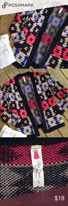 HP Alice Moon Aztec Oversized Sweater sz S Like new fun and chunky cardigan- great for Fall! Trades Holds Transactions off of Posh ✅Bundles! ✅Offers ✅Gift with all $15+ Bundles ✅New Items added Daily! Moon Collection Sweaters Cardigans