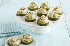 Shrimp Salad-Cucumber Appetizers – It doesn't take much effort to make shrimp taste good! Here it is in simple salad recipe, topping cucumber slices to make delicious and elegant appetizers. Ready in 15 minutes. Kraft Foods, Kraft Recipes, Cucumber Appetizers, Cold Appetizers, Elegant Appetizers, Quick And Easy Appetizers, Easy Salad Recipes, Appetizer Recipes, How To Cook Polenta