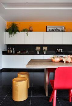 Navegue por fotos de Cozinhas modernas: RESIDÊNCIA RP WIMBLEDON. Veja fotos com as melhores ideias e inspirações para criar uma casa perfeita.
