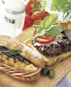 Napa Valley Cabernet Burgers from Bon Appetit Napa Valley, Ideas Sándwich, Food Ideas, Party Ideas, Grilled Chicken Sandwiches, Grilling Sides, Burger Recipes, Beef Recipes, Recipies