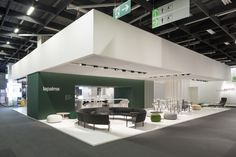 From the house to the office and to contract environments, the design study moves towards versatile and modular solutions, portraying a taste and a unique way of life, betting on unusual combinations, with bold and strong personality.