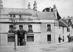 A record of Bristol's public houses and publicans from the mid eighteenth century to the mid twentieth century Old Pictures, Old Photos, Bath Somerset, Bath Uk, Mystery Of History, Places Of Interest, Bristol, Britain, England