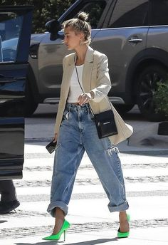 Justin Bieber picks up Lambourghini from valet with wife Hailey St. - Justin Bieber picks up Lambourghini from valet with wife Hailey Stunner: And his wife Hailey Baldwin arrived in style to the Waldorf Astoria Hotel in Beve… Source by - Looks Street Style, Street Style Trends, Looks Style, Street Styles, Fall Fashion Street Style, Korea Street Style, Casual Street Style, Look Fashion, Autumn Fashion