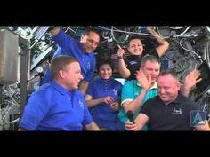 La nave espacial Soyuz regresa a la Tierra con una tripulación internaci...