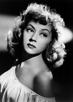 How Gloria Grahame made her lips appear plumper plus 14 other clever beauty tricks the old Hollywood stars used themselves.
