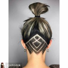 Undercut women hair styles are super daring, and that is why not every babe can pull one off. But if you are an artistic person or a tomboy we are sure that you can sport an undercut. See the trendiest undercuts here. Undercut Tattoos, Undercut Hair Designs, Hair Tattoos, Girl Undercut Design, Undercut Hairstyles Women, Undercut Women, Undercut Bob, Undercut Girl, Shaved Undercut