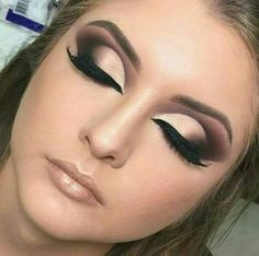Cut crease                                                                                                                                                     Mais