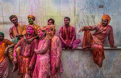 Si vous êtes en manque de couleurs avec cet hiver qui n'en finit pas et ce temps morose, prenez le temps d'admirer ces superbes photos du festival des couleurs en Inde, le Holi. 25 photographies pleines de couleurs pour vous redonner du baume aucœur;)Comme chaque ann&e...