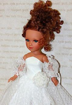 REINA et VIDAL Bride Dolls, Blythe Dolls, Flower Girl Dresses, Disney Princess, Wedding Dresses, Spaces, Fashion, Molde, Baby Doll Clothes