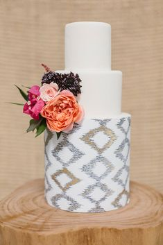 Get the Look! 7+ Ideas Using Pantone's Color of the Year! | The Perfect Palette Dinner Table Centerpieces, Wedding Cake Centerpieces, Black Wedding Cakes, Beautiful Wedding Cakes, Black And Gold Cake, Bohemian Wedding Inspiration, Boho Wedding, Fresh Flower Cake, Cake Trends