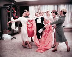 """""""Think pink!"""" - Funny Face Classic movie with Audrey Hepburn and Fred Astaire. Funny Mom Quotes, Movie Quotes, Audrey Hepburn Funny Face, Wit And Delight, Jokes For Teens, Love Film, Funny Pictures With Captions, Movie Facts, Funny Couples"""