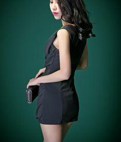 Sleeveless Black Twist Dress