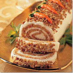 carrot cake roll for my mom & sista Carrot Recipes, Easter Recipes, Holiday Recipes, Just Desserts, Delicious Desserts, Yummy Food, French Desserts, Cake Roll Recipes, Dessert Recipes
