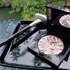 This Face Illuminator Powder reminds me of the undulating ripples of moving water (like this lovely canal in Kyoto). I like to apply with a Fan Brush to give a delicate glow to the high bones on face without depositing too much product. -@patidubroff
