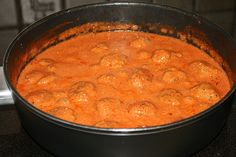 Tomato sauce with meatballs - Rezepte - Pasta Tzatziki, Chana Masala, Bon Appetit, Ground Beef, Low Carb, Oven, Curry, Food And Drink, Snacks