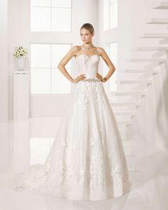 791a6b92f774 Le cinture gioiello donano un tocco di eleganza in più all abito