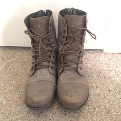 Steve Madden combat boots Only worn once! These are true to size and look good with every outfit! Steve Madden Shoes Combat & Moto Boots