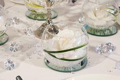 """weiße Rosen im Glas - Tischdekoration """"Klassik Kristall"""" - meine-hochzeitsdeko.de"""