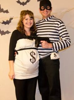 DIY costume ideas for Halloween - robber and money bag test prank on boyfriend, games to play with pregnant belly. Costume Halloween, Pregnant Couple Halloween Costumes, Pregnancy Costumes, Halloween Queen, Family Costumes, Creative Halloween Costumes, Halloween Ideas, Maternity Halloween, Halloween Couples