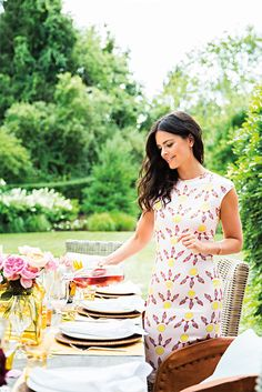 The Kitchen co-host and author of Endless Summer, Katie Lee, shares her tips on throwing an easy, casual Fourth of July party. Food Network Star, Food Network Recipes, Hamptons House, The Hamptons, Celebrity Houses, Celebrity Style, Celebrity Chef, Katie Lee Joel, Bite Size Food