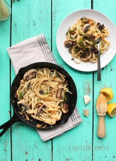 Healthy Vegan Fettuccine Alfredo: Creamy and decadent, this vegan Fettuccine Alfredo has a secret healthy ingredient that makes it a meal the whole family will love. Made in just 30 minutes for a quick and delicious dinner. Fettuccine Alfredo, Alfredo Sauce, Alfredo Recipe, Easy Vegan Dinner, Eat Pretty, Vegetarian Recipes, Vegan Meals, Vegan Foods, Healthy Meals