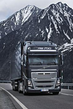 Volvo in den Alpen Volvo V70r, Volvo Cars, Volvo Xc60, Volvo Trucks, Volvo Station Wagon, Volvo Wagon, Big Rig Trucks, Cool Trucks, Ford Motor Company