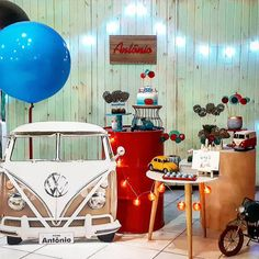 Festa fofa para um aniversariante que ama carros antigos e Kombi! Por @balinhaebalao 🚗🚎 #kikidsparty #Repost @balinhaebalao ・・・ Carros… Vintage Birthday Parties, Cars Birthday Parties, Vintage Party, Christening Themes, Pearl Baby Shower, Rockabilly Party, One Year Birthday, Disney Cars Birthday, Event Themes