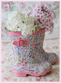 Find images and videos about flowers, spring and rubber boots on We Heart It - the app to get lost in what you love. Cute Rain Boots, Rubber Rain Boots, Pretty In Pink, Beautiful Flowers, Beautiful Bouquets, Hortensia Hydrangea, Deco Floral, Spring Has Sprung, Cheap Home Decor