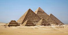 La necrópolis de Guiza, pirámides de Keops, Kefrén y Micerinos.