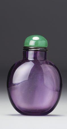 AN AMETHYST-PURPLE GLASS SNUFF BOTTLE QING DYNASTY, 18TH / 19TH CENTURY