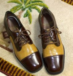 22fff060fea Vintage 1950s Men s ROBLEE Two Tone Patent Leather Dress Shoes - Size 9