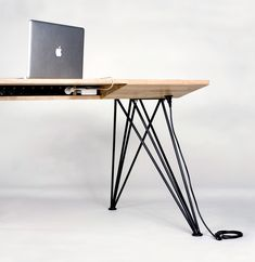power source/cords hide INSIDE this desk so no cords are hanging down. yes PLEASE.