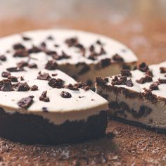 Mostly raw vegan cookies and cream cheesecake.