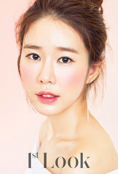 Yoo In Na is in Look modeling makeup and we think she looks lovely, check it out! Look Magazine, Girls Magazine, Korean Actresses, Korean Actors, Korean Dramas, Ost Goblin, Wedding Bible, Yoo In Na, My Love From The Star