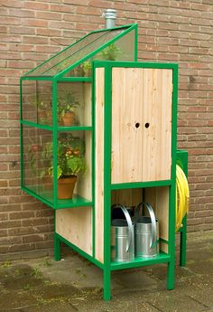 Watercabinet Potting Table Connects to Rain Barrel Directly to Drainspout | Urban Gardens