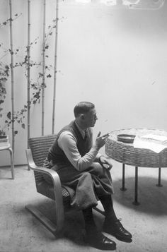 Alvar Aalto, seating on birch bentwood Armchair, designed in - love the cane table next to him Architecture Details, Modern Architecture, Chinese Architecture, Architecture Organique, Danish Modern Furniture, Famous Architects, Alvar Aalto, Art Deco Furniture, Zaha Hadid