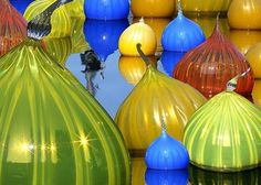 The surreal creations of famed glass artist Dale Chihuly and his collaborative teams have been displayed around the world. Chiluly is perhaps best known for his floating glass globes