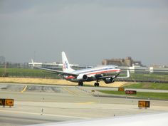American Airlines B737 taking off from New York LaGuardia airport
