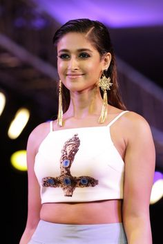 Ileana D'Cruz Looks Super Sexy As She Walk Ramp For Smile Foundation's Charity Event In Mumbai Beautiful Bollywood Actress, Most Beautiful Indian Actress, Beautiful Actresses, Most Beautiful Women, Indian Actress Photos, South Indian Actress, Indian Actresses, Beauty Full Girl, Cute Beauty