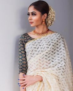 ✨ J A S M I N E ✨ Saree & Blouse The Effective Pictures We Offer You About Saree Styles chiffon A quality picture can tell you many things. Rohit Bal, Kurta Designs, Indian Blouse Designs, Cotton Saree Blouse Designs, Blouse Patterns, Dress Designs, Traditional Sarees, Traditional Outfits, Traditional Fashion