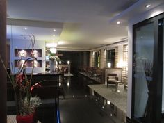 Lobby mit Blick auf Restaurantbereich - Hotel Holiday Inn Express Hotel Airport Stuttgart